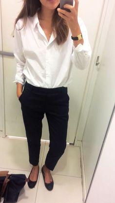 Super Ideas How To Wear Flats Ideas White Shirts Black Flats Outfit, White Tshirt Outfit, White Shirt And Jeans, White Shirts, Black Trousers Outfit Casual, Minimalist Street Style, Minimalist Shoes, Smart Casual Work, Looks Street Style