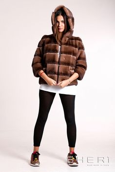 Pelliccia Visone - SHERì Pellicce Made in Italy - Vendita online Fur Coat, Winter Jackets, Street Style, Outfits, Fashion, Wraps, Fur, Winter Coats, Tall Clothing