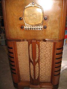 TRUETONE-D696-AM-SW-console-radio-electric-push-button-tuning-Restored-Very-rare