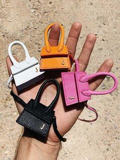 If you know your bags well, we are sure Jacquemus' Le Chiquito bag is already a part of your collectables. When it comes to bags, the debate is whether you should invest in timeless classics or 'it' bags. Givenchy, Gucci, Jacquemus Bag, Types Of Handbags, Hermes Kelly Bag, Dior, Zara, Chanel, Cute Bags
