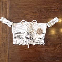 No photo description available. Crochet Woman, Love Crochet, Knit Crochet, Crochet Tank Tops, Crochet Shirt, Crochet Clothes, Diy Clothes, Top Tejidos A Crochet, Crochet Designs