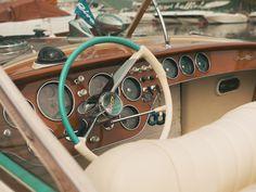 Riva details ✨ #rivayacht #rivaaquarama #aquarama #rivavintage #vintage #classicar #iseolake #sebinolake #lake #bellininautica Riva Yachts, Riva Boat, Classy Cars, Bellini, Boats, Sailing, Aqua, Vintage, Candle