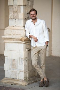 Smart Casual Outfit Summer, Smart Outfit, White Linen Shirt, White Shirt Men, Off White Mens, White Man, Mens Style Guide, Stylish Men, Mens Fashion