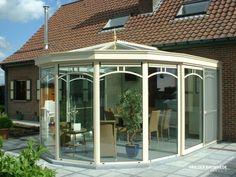 Realisatie te Hasselt. Landelijke veranda met klassieke toets. #veranda #vanderbauwhede #bauwhede