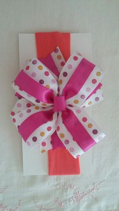 Moño para niña/bebé, montado en una banda elástica suave. baby bow sewn into a soft elastic band. Hecho por AnaMar López.