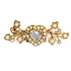 Be my Valentine - Viktorianische Gold-Brosche mit einem Herz aus Mondstein & Perlen, um 1890 von Hofer Antikschmuck aus Berlin // #hoferantikschmuck #antik #schmuck #Broschen & Nadeln #antique #jewellery #jewelry // www.hofer-antikschmuck.de