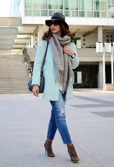 Mint coat Streetstyle - Blog de moda http://www.elblogdesilvia.com/2015/01/Streetstyle-Mint-Coat-Sheinside-Blog-de-Moda.html