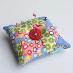 sew cushions Emery pin cushion - vickymyerscreations - Advice on how to sharpen scissors at home, and other sewing supplies such as your rotary cutting blade and pins, on a budget, using household items. Scrap Fabric Projects, Easy Sewing Projects, Fabric Scraps, Sewing Crafts, Sewing Ideas, Craft Projects, Craft Ideas, Sewing Tools, Sewing Notions