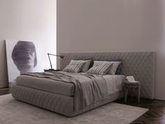 We now have the fantastic TUYO Diamond bed from Meridiani in the showroom