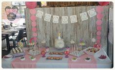 Mesa dulce primera comunion niña tonos pastel y tarta rustica.