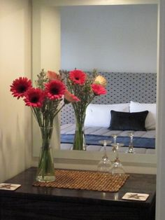 Fresh Flowers in each room; Nina's personal touch. @KingfishLodgeNZ