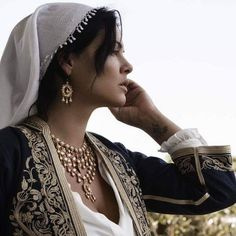 Traditional Dresses, Traditional Art, Ancient Greek Costumes, Folk Costume, Ancient Greece, Art Reference, Graffiti, Culture, Regional