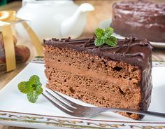 """Снова отдаю должок - заявки на этот торт у меня висели очень давно. Рецепт не совсем ГОСТовский - вместо шоколадной помады, которая полагается """"Праге"""" по оригинальной рецептуре, я цинично использовала ганаш из темного шоколада.У меня, к сожалению, закончился темный какао-порошок, и я использовала наш обычный коммунаровский. Поэтому цвет бисквита получился светловатым. Но на вкус торта [...]"""