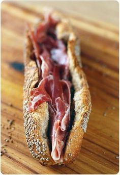Bocadillo de jamón serrano - España