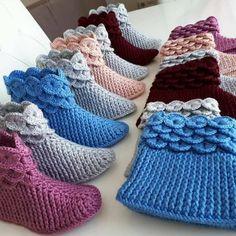 Best 12 Crochet Ideas For Slippers, Boots And Socks – Diy Rustics – SkillOfKing. Diy Crochet Slippers, Crochet Baby Boots, Dress Sewing Patterns, Baby Knitting Patterns, Crochet Patterns, Crochet Ripple, Knit Crochet, Amigurumi Giraffe, Crochet Hooded Scarf