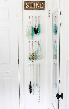 super easy jewelry organizing with Command Hooks for #damagefreeDIY