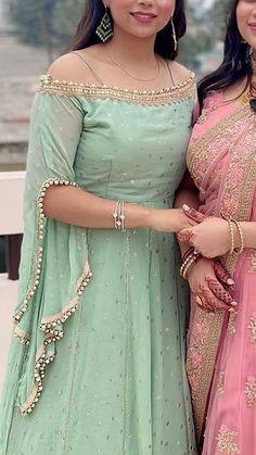 Party Wear Indian Dresses, Designer Party Wear Dresses, Indian Gowns Dresses, Dress Indian Style, Indian Fashion Dresses, Indian Designer Outfits, Sleeves Designs For Dresses, Dress Neck Designs, Kurti Neck Designs