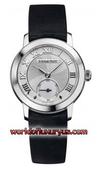 77230BC.OO.A001MR.01 - Brushed/Satin finished 18kt White Gold case with a Polished finished smooth bezel. Silver dial with a spiral guilloche texture in the center. Bold white gold applied Roman Numeral hour markers. Elegant polished White Gold leaf shaped hands. - See more at: http://www.worldofluxuryus.com/watches/Audemars-Piguet/Jules-Audemars-Lady/77230BC.OO.A001MR.01/62_355_3138.php#sthash.HQXH9BGa.dpuf