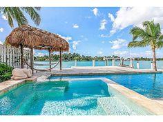 Regardez ce logement incroyable sur Airbnb : Luxury Waterfront Villa on Island - Maisons à louer à Miami Beach