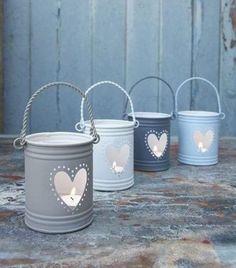 Como fazer porta velas com latas - Diy Furniture ideas Tin Can Lanterns, Hurricane Lanterns, Metal Lanterns, Candle Lanterns, Ideas Lanterns, Porch Lanterns, Outdoor Candles, Candels, Diy Candles