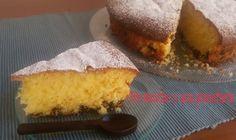 La panna montata rende l'impasto soffice per diversi giorni, la vaniglia insaporisce la torta che è ulteriormente arricchita dalle gocce di cioccolato.