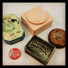 Vintage cosmetics never get old =)