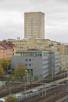 Atlas Garden in Stockholm (Sweden) by Sweco Architect Installer:KG Construction UAB / Carlssons Plåt AB,  Copyright:  ©️️ foto bosse lind   #Zinc #VMZINC #GreenWall #Architecture #InterlockingPanel #Adeka #Sweden #QuartzZinc #Facade #Roof #Suède #Couverture