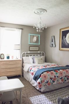 Toddler girl room: coral, peach, mint
