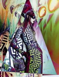 Molly Bair bajo un caleidoscopio de diseñadores, 2015