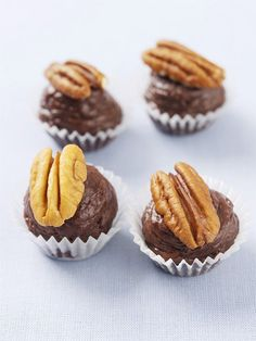 Schokoladen-Buttercreme-Pralinen mit Pekannüssen