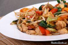 Aprende a preparar salteado de pollo con verduras con esta rica y fácil receta.  Se lavan. pelan y trocean todas las verduras. Puedes modificar las cantidades según...
