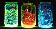 Glow in the dark. Makkelijk te maken met groentepotjes, glow in the dark verf, dunne verfkwasten, glitterstickers.