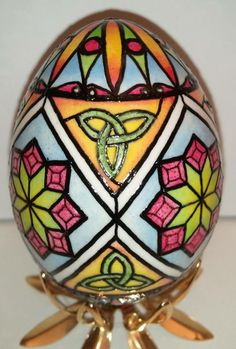 Karen Hanlon's Stained Glass Egg. Karen will be teaching this technique at the PysankyUSA Retreat 2014 for information go to  www.pysankyusaretreat.com