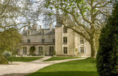 Leggett: French Property - Price: € 550000 Property in Poitou Charentes Vienne Chateau dating from 7 reception rooms, 14 bedrooms, pool, private chapel set in over acres of parkland Property Prices, Property For Sale, French Castles, French Property, Reception Rooms, Auckland, Lodges, Curb Appeal, Beautiful Places