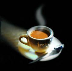 mau-indy: accras: A little espresso ☆ I Love Coffee, Coffee Break, Best Coffee, Morning Coffee, Coffee Cafe, Coffee Drinks, Coffee Shop, Coffee Lovers, Espresso Cups