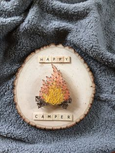 Embroidery On Paper Insta: Happy Camper String Art! Cute Crafts, Creative Crafts, Crafts To Make, Arts And Crafts, Nail String Art, String Crafts, Hilograma Ideas, Wood Ideas, String Art Patterns