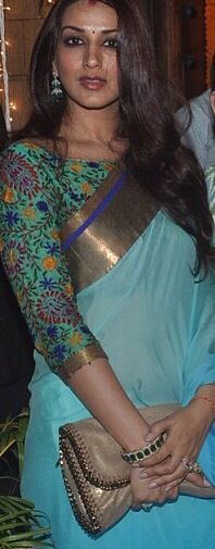 A solid sari with a gold border paired with a patterned blouse. Awesome sari blouse