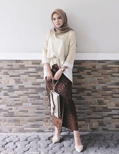 classy outfits plus size Kebaya Modern Hijab, Model Kebaya Modern, Kebaya Hijab, Kebaya Dress, Batik Fashion, Skirt Fashion, Fashion Outfits, Traditional Fashion, Traditional Outfits