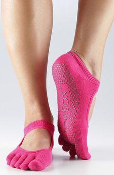 Full toe gripper socks for yoga http://rstyle.me/n/hrpcvnyg6