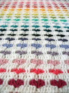 Mooie hartjesdeken aan het haken.   Beschrijving op: http://charami.com/2012/04/22/patroon-hartjesdeken/
