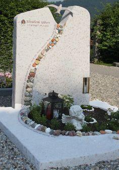 Handwerkliche Grabsteine | Steinmetz Herbert Baldauf Immenstadt Allgäu Unusual Headstones, Grave Headstones, Cemetary Decorations, Tombstone Designs, Grave Monuments, Cemetery Flowers, Memorial Stones, Stone Statues, Cemetery Art
