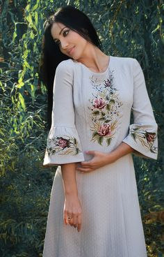 Embroidery blouse - Elegant dress with handembroidered French chic last size Kurti Embroidery Design, Embroidery On Kurtis, Embroidery Fashion, Embroidery Dress, Ethno Style, Kurta Neck Design, Kurti Designs Party Wear, Designs For Dresses, Embroidered Clothes