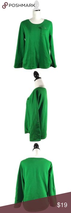 "Caribbean Joe Sz M Green Pullover Thin Fleece Top 🔸Caribbean Joe Sz M Green Pullover Thin Fleece Top EUC🔸Size M🔸Green🔸Front pocket🔸Long sleeve with rollup snaps🔸Round bottom with snap buttons🔸Round neck🔸Bust 34-36""- slight stretch may fit a 38🔸Pre owned EUC no rips, stains or holes. Caribbean Joe Tops"