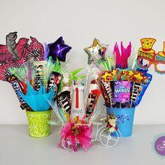 Mi Canela Regalos y Anchetas ofrece alternativas de regalos, detalles y… Candy Bouquet Diy, Food Bouquet, Diy Bouquet, Homeade Gifts, Diy Gifts, Birthday Candy, Unicorn Birthday Parties, Candy Bags, Candy Gifts