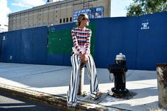 We're in the final stretch of New York Fashion Week, and showgoers doing everything they can to squeeze in their best outfits. New York Fashion Week Street Style, Cool Street Fashion, Street Chic, New York To Paris, Dressed To The Nines, Spring Summer Fashion, Spring 2016, Fashion Pictures, World Of Fashion