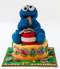 The entire cake is a thing of beauty - I don't have the skill to make cookie monster, but I love the idea of the cookies decorating the base.