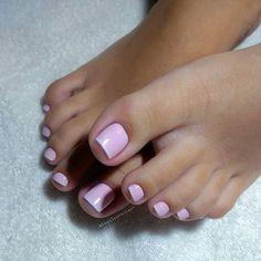 Unhas dos pés com cores e eamaltes perfeitos Manicure E Pedicure, Pedicures, Pretty Toes, Nail Artist, Sexy Feet, Swag Nails, Avon, Finger, Like4like