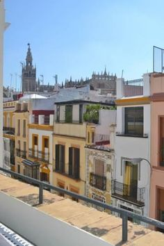Reservaloen Puerta del Arenal Sevilla Featuring free WiFi throughout the property, Reservaloen Puerta del Arenal is a studio, located in Seville. Reservaloen Puerta del Arenal boasts views of the city and is 500 metres from Triana Bridge - Isabel II Bridge.