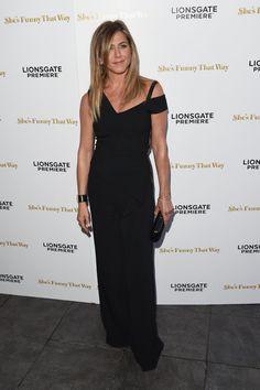 Pin for Later: Jennifer Aniston zeigt sich – und ihren Ehering – zum ersten Mal nach der Hochzeit