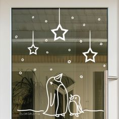 A starry night and penguin mum and baby, an instant winter feeling! - A starry night and penguin mum and baby, an instant winter feeling! Christmas Window Decorations, Holiday Decor, Window Markers, Winter Diy, Winter Night, Christmas Doodles, Window Art, Chalkboard Art, Chalk Art